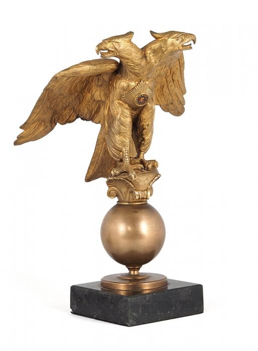 [Изсобрания Н.Н. Юденича] Настольное украшение ввиде двуглавого орла созвездой ордена Святого Георгия нагруди. [Франция 1920-е гг.].