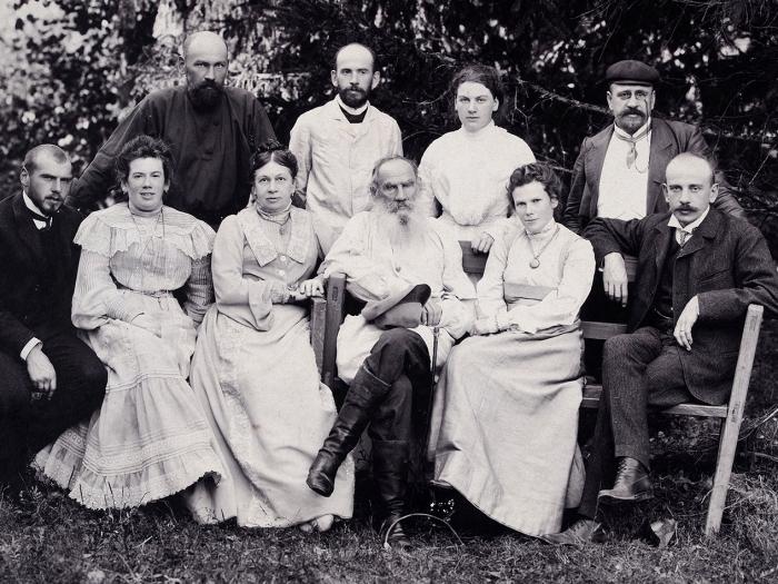 Семейная фотография Льва Толстого вдень его 75-летия/ фот. Ф.Протасевич.1903.