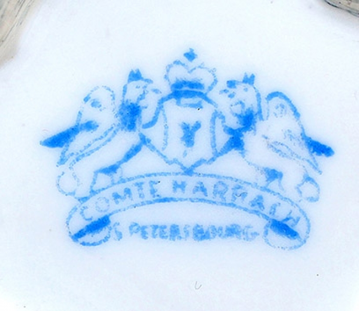 Кофейная пара. Торговый дом Графа Гарраха вСанкт-Петербурге. Начало XXвека. Фарфор, деколь, золочение. Высота чашки 6см, диаметр блюдца 11см.