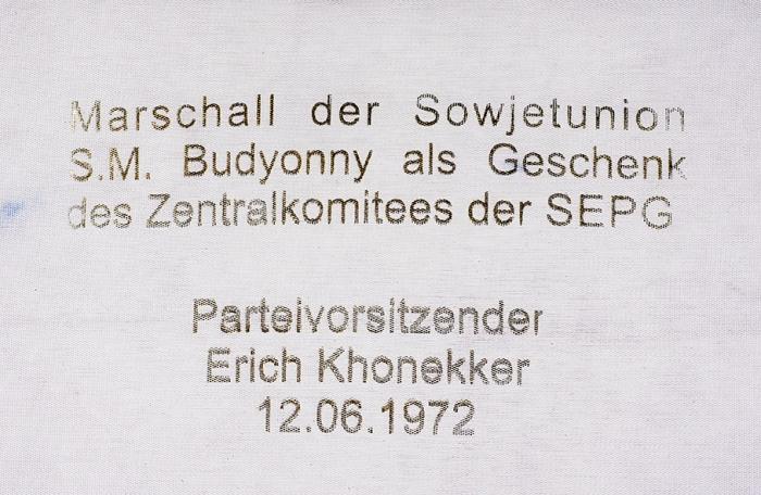 Кофейный сервиз, подаренный маршалу С.М. Буденному Э. Хоннекером. Вподарочной коробке. Германия. Начало 1970-х. Фарфор, кобальтовое крытье, золочение. Высота: кофейника 19см, сахарницы 9см, молочника 7см, чашки 5,5см. Диаметр блюдца 11,5см.