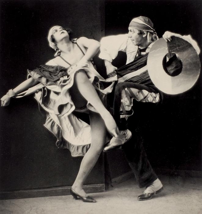 [За10лет доопалы] Фотография «Испанский танец. Исполняют Т. Кутасова иК.Голейзовский»/ фот. Н.Свищев-Паола. [М., 1920-е гг.].