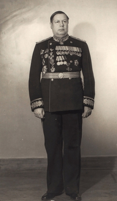 [Спасла фотография Сталина] Фотография «Маршал Советского Союза Ф. Толбухин»/ фото В.Ковригина. М., 1946.