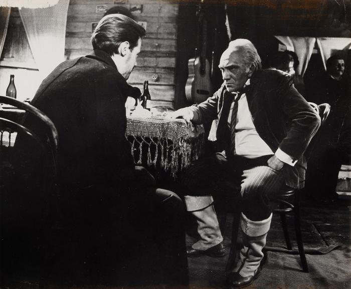 Фотография: Владимир Конкин иАрмен Джигарханян насъемках фильма «Место встречи изменить нельзя». [1978-1979].