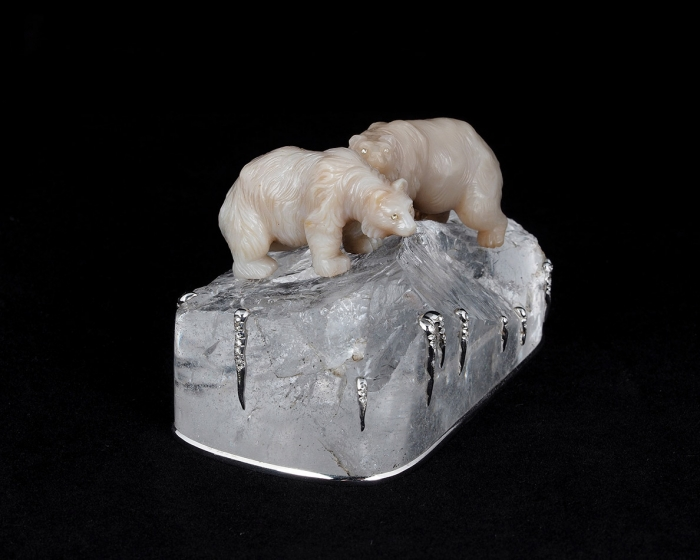 [Уникальный Фаберже изсобрания Нобеля] Камнерезная композиция «Белые медведи нальдине». Санкт-Петербург: Карл Фаберже, 1909г.