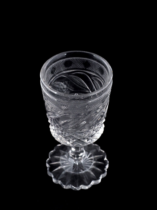 Бокал винный из«Пригородного Гранного сервиза». Россия, Императорский стеклянный завод (ИСЗ). Первая треть XIXвека. Бесцветный хрусталь, гранение, шлифовка. Высота10,5см.